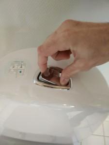 Toilet løber cisterne åbnes