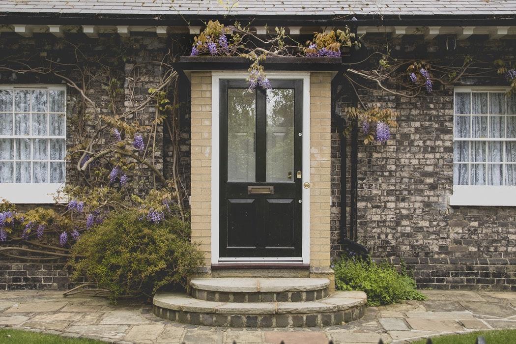 Gode råd til hvordan du vælger vinduer, døre og porte til dit hus