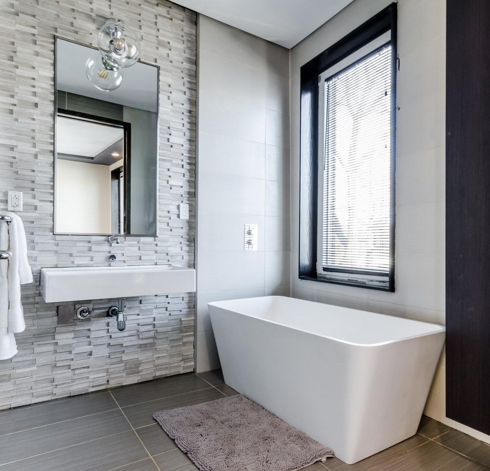 Sådan indretter du et lille badeværelse