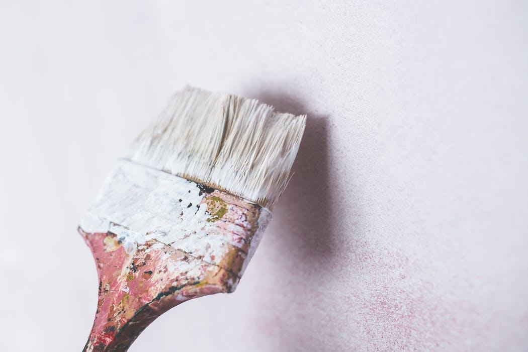 Slip for selv at male væggene med hjælp fra en professionel maler